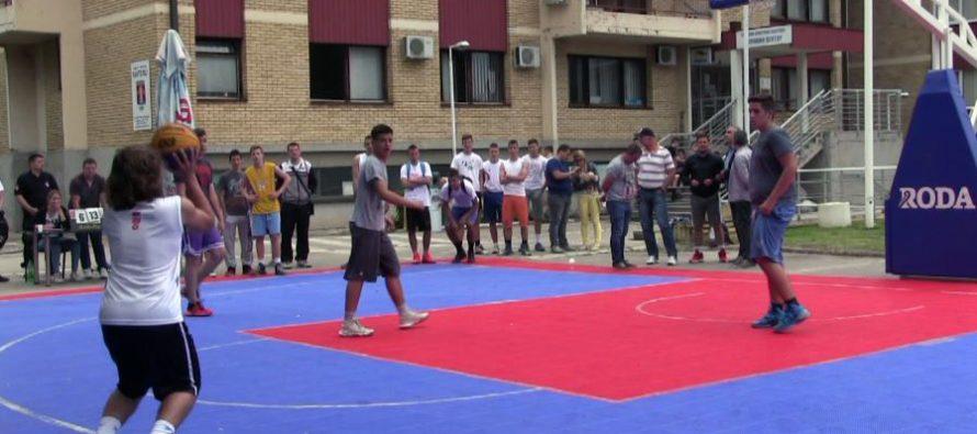 Počeo Humanitarni 3×3 turnir u basketu u organizaciji GO Pantelej – finalne borbe od 18h (VIDEO)