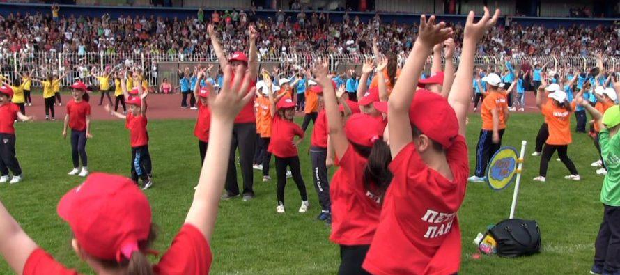 Dečji ples na Čairu (VIDEO)