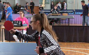 Aleksinački đaci na takmičenju u stonom tenisu (VIDEO)