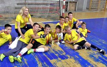 """Ekipa OŠ """"Branko Miljković"""" najbolja na """"Majskom turniru"""" u malom fudbalu (VIDEO)"""