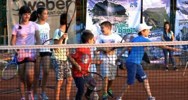 Besplatna škola tenisa na terenima u Vrtopu